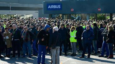Des employés d'Airbus manifestent devant les locaux de la société à Getafe, près de Madrid, le 21 février 2020