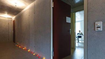 Un résident du nouvel immeuble pour hypersensibles construit à Zurich, le 3 avril 2014