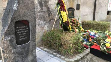 La stèle posée au Fort de Hollogne en hommage aux victimes de la Première guerre mondiale