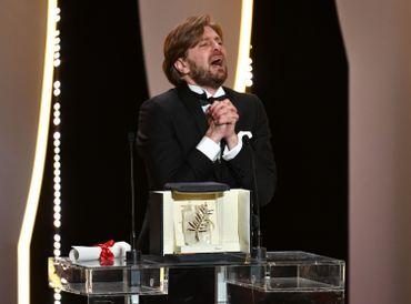 Le réalisateur suédois Ruben Ostlund reçoit sa Palme d'Or