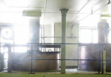 Les deux cuves de fermentation sont toujours en cuivre et datent d'il y a un siècle.