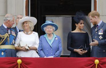 Meghan Markle et le prince Harry au balcon du palais de Buckingham en compagnie de la Reine Elizabeth II, du Prince de Galles et de son épouse Camilla, le 10 juillet 2018