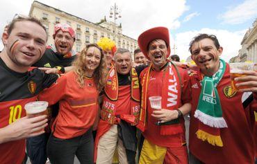 Les supporters belges n'hésitent pas à porter les couleurs de l'Irlande, à Bordeaux.