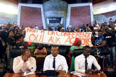 Protestataires au Conseil départemental de Mayotte, ce 13 mars