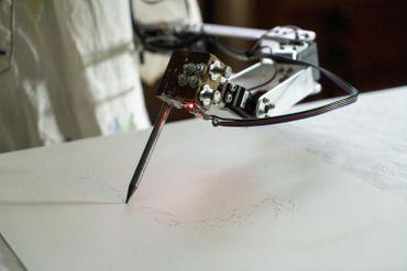 """Oxford expose le """"premier robot artiste"""" au monde"""