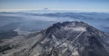 Le cratère qui a remplacé le sommet du Mont Saint Helens.