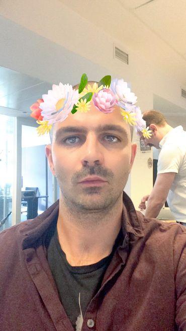 Sans forcément être votre meilleur atout virilité, la couronne de fleurs donne une certaine contenance. Non?