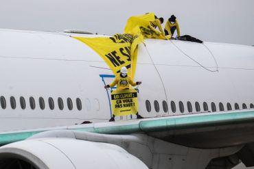 Activistes de Greenpeace à Roissy