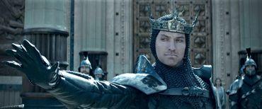 """Jude Law explore son côté sombre dans """"Le Roi Arthur : La Légende d'Excalibur"""""""