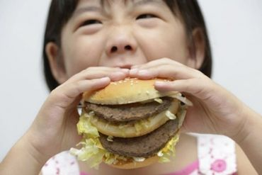 L'excès de nourriture est plus néfaste pour l'humain que le manque