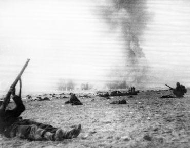 Herman Goering et ses stukas déciment les alliés, acculés sur les plages.