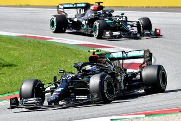 Valtteri Bottas devant Lewis Hamilton