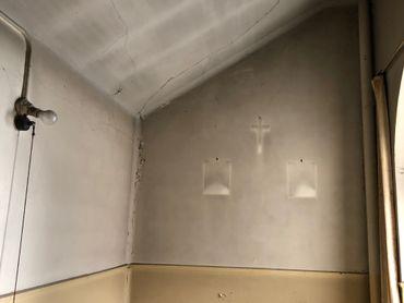 Sur les murs, de nombreux indices du passé Chrétien du bâtiment.