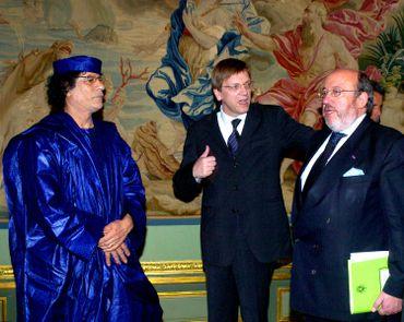 Le colonel Kadhafi rencontre Guy Verhofstadt et Louis Michel au Palis d'Egmont en 2004.