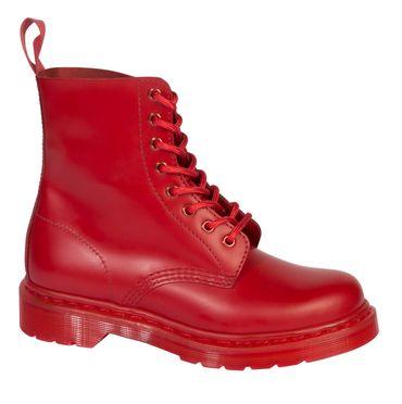 Les légendaires boots anglaises s'affichent en total look ce printemps