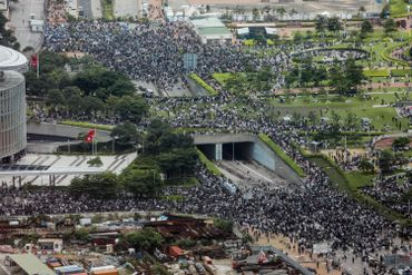 Des milliers de manifestants paralysent Hong Kong, report d'une loi controversée d'extradition vers la Chine