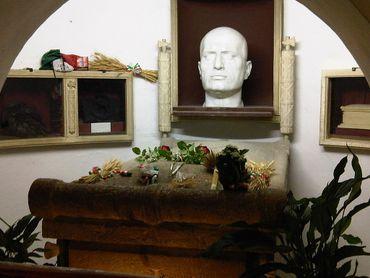La tombe de Mussolini, à Predappio.