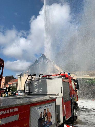 Incendie dans une carrosserie à Schaerbeek, le marché place Dailly évacué