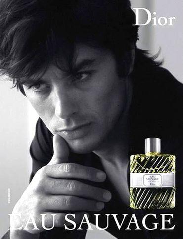 Alain Delon pour la campagne du parfum Eau Sauvage de Christian Dior, par Jean-Marie Perrier en 1966. Toujours un délice pour les yeux, plus de 40 après.