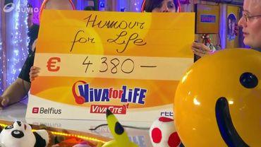 Les humoristes d'Humour For Life remettent un chèque de 4.380 € !