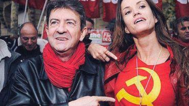 Mélenchon s'amuse du tee-shirt d'une militante du Front de Gauche. Mais est-il d'extrême-gauche pour autant?