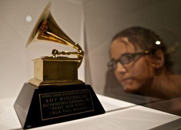 "Amy Winehouse a reçu ce Grammy Award en 2011 pour sa performance en duo avec Tony Bennett du titre ""Body and Soul"""