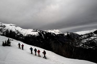 Marche au grand air à la station des Deux-Alpes, en France, 4 février 2021