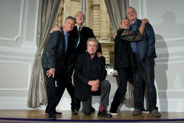 Les légendaires Monty Python (sans Graham Chapman, décédé en 1989) en 2013 - Terry Jones est au centre.
