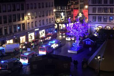 Quatre morts et onze blessés dans le centre de Strasbourg, l'assaillant toujours recherché