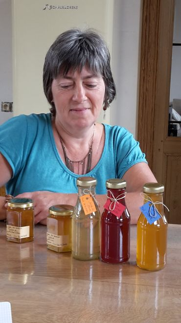 Marie-Lou et ses jus de pommes, sirops de fruits, gelées, vinaigres de fruits et sels variés
