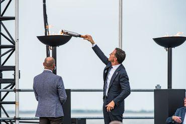 Le Premier ministre néerlandais Mark Rutte a allumé une flamme commémorative