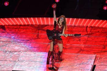 Shakira et sa guitare lors du Super Bowl remporté par les Chiefs de Kansas City.