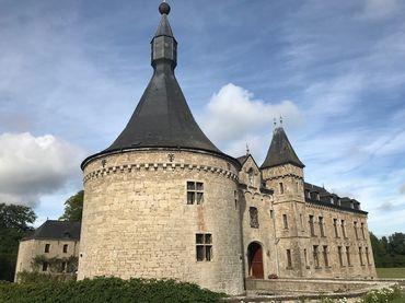 La Château de Boussu-en-Fagne vue de la tour d'angle.