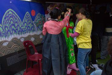 "essayae de ""hanbok"", tenue traditionnel de la Corée du Sud"