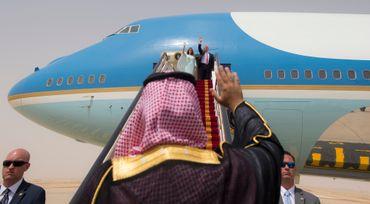 Trump choisit son camp et, contre le Congrès, autorise la vente d'armes à l'Arabie Saoudite.
