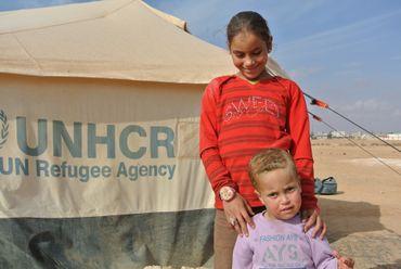 De plus en plus de familles choisissent de vivre hors du camps comme la famille de ces enfants.