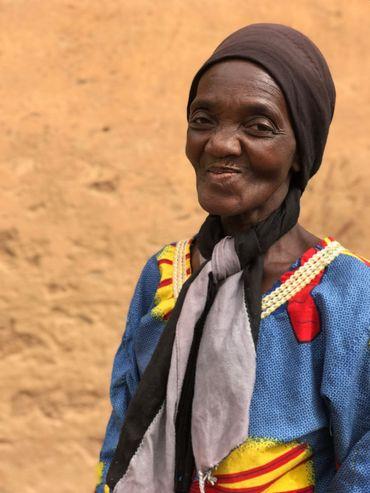 Cette dame réclame un moulin pour moudre le millet et soulager les femmes