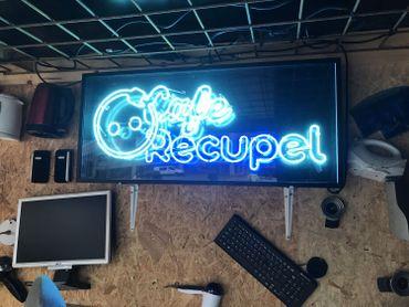 Le Café Recupel offre un café, une bière ou une soupe en échange d'un vieil appareil électro.
