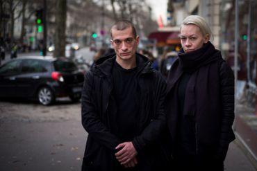 Piotr Pavlenski et sa femme à Paris en 2017