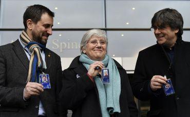 Antoni Comin, Clara Ponsati et Carles Puigdemont devant le parlement européen