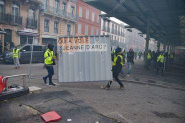 Gilets jaunes en France: débordements à Toulouse et Narbonne