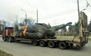 Ukraine : démontage d'une statue de Lénine en 2016