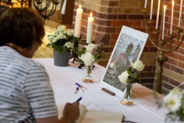 Un livre de condoléances est ouvert à l'église St. Vitus à Hilversum.