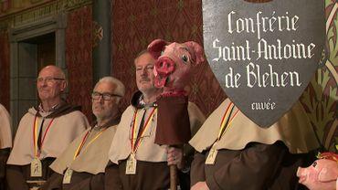Pour la réussite de sa recette à base de tête de cochon, Jean-Phi devra se confronter à la très sérieuse confrérie de Saint-Antoine.