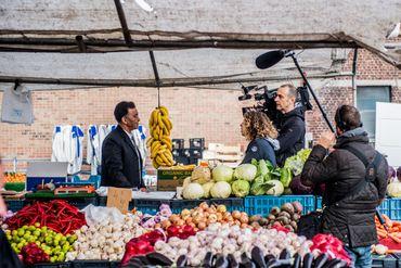 Tournage au marché pour notre reportage télévisuel.