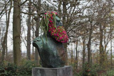 A l'ombre des statues en fleurs