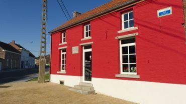 La maison où Vincent Van Gogh vécut quand il séjourna dans la région est rouge sang