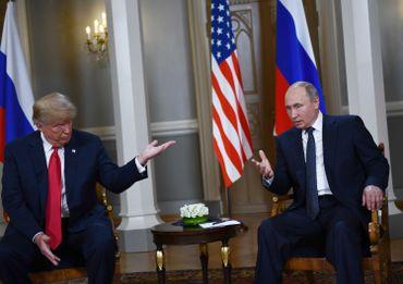 Donald Trump et Vladimir Poutine en conférence de presse juste avant leur tête à tête.