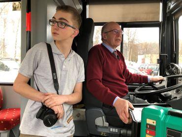 Corentin et Didier profitent de leur bus