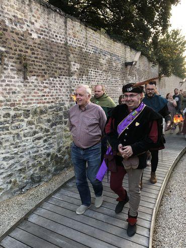 Guy rencontre Pascal Cools, Connétable de la Société Royale des Archers de Sainte-Christine au Vieux Cimetière